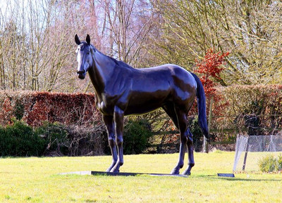 Statue of the Racehorse Best Mate
