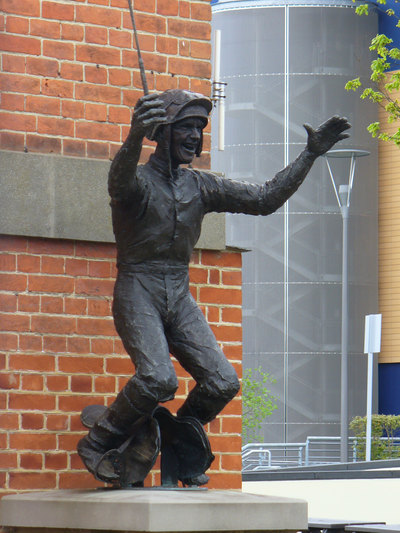 Frankie Dettori Statue at Ascot
