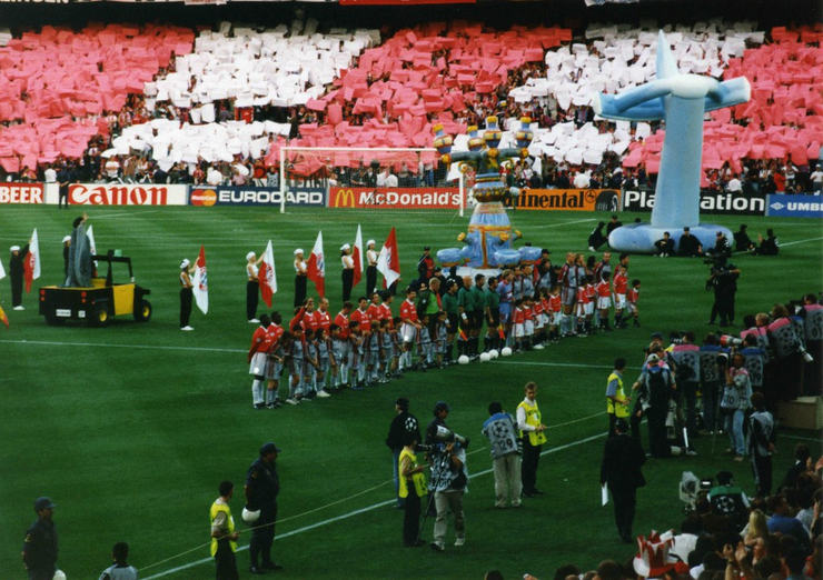 Manchester United Lining Up With Bayern Munich Before 1999 Champions League Final