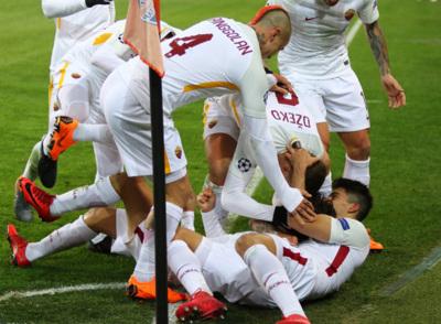 Roma Players Celebrating