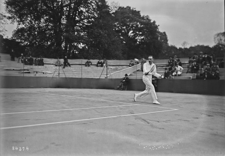 Early French Tennis Championship Match