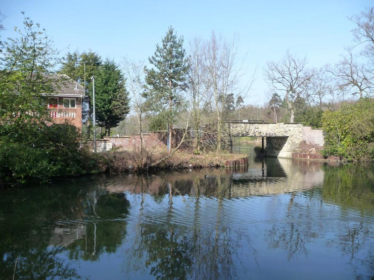 Entrance to Wharfenden Lake in Frimley Green