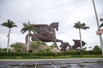 Gulfstream Park Pegasus and Dragon