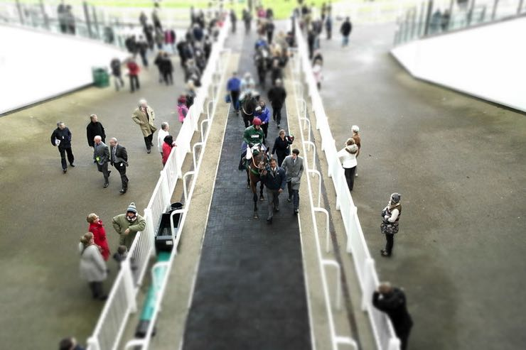 Aintree Grand National crowds