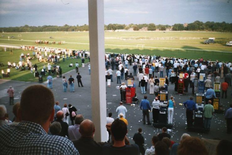 Nottingham Racecourse crowds